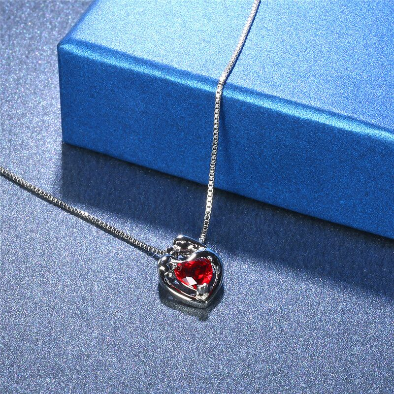 New style titanium steel heart shaped necklace, European and American popular women's jewelry, personality exaggerated retro hol