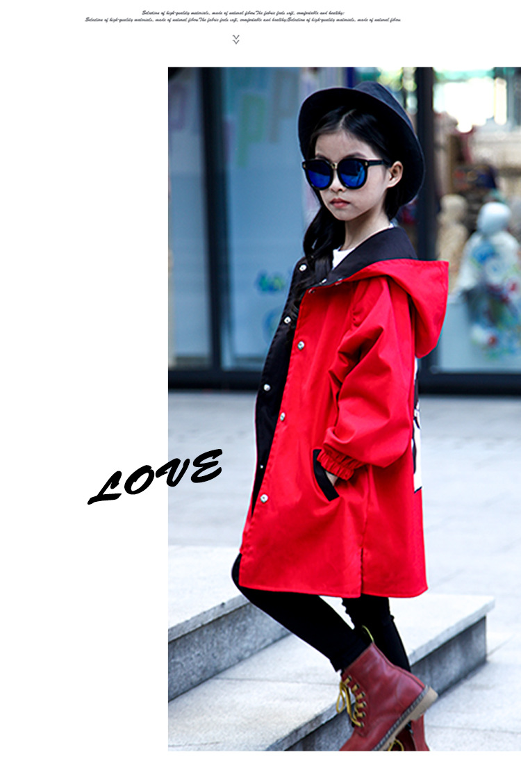 Dois lados usar jaquetas para a menina