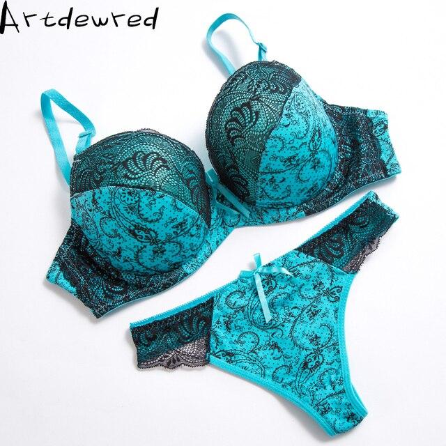 b499947c10 Sexy Tanga encaje Sujetador Push Up conjunto Lencería mujer ropa interior  conjuntos íntimos bordado Floral negro
