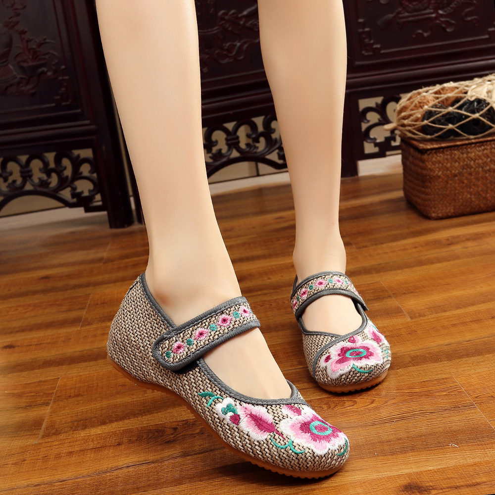 2017 New Fashion Women Chinese Style Embroidery Flower Cloth Shoes Flats Female Casual Canvas Driving Shoes Gray Plus Size F003 new women chinese traditional flower embroidered flats shoes casual comfortable soft canvas office career flats shoes g006