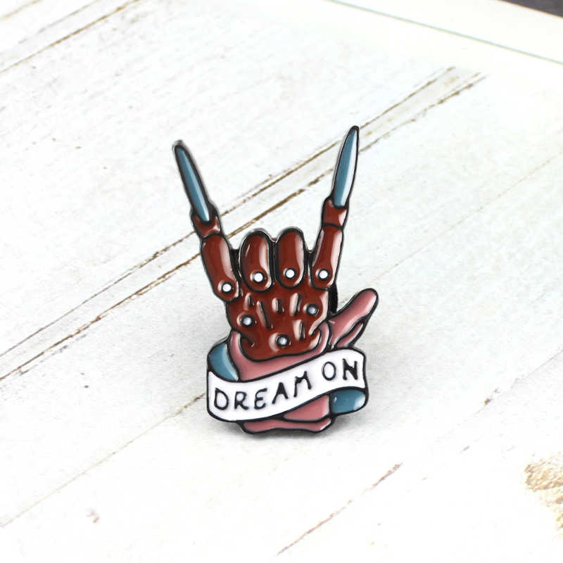 Gótico esqueleto mão broche sonho na banda de rock legal gesto esmalte pinos rockin jackets rock denim jaquetas emblema personalizado fãs punk gifs
