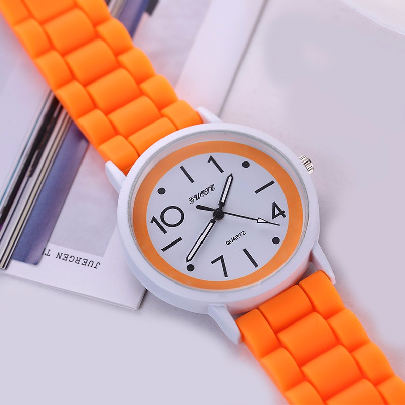 GUOTE New Fashion Watch Women Color Jelly Silicone Strap Casual Quartz Watch Ladies Popular Elegant Young Clock Relogio Feminino new fashion unisex women wristwatch quartz watch sports casual silicone reloj gifts relogio feminino clock digital watch orange