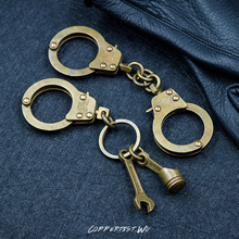 vintage punk rock Bronze Color handcuff metal key chain ring unique keychain keyring suit creative trinket menotte