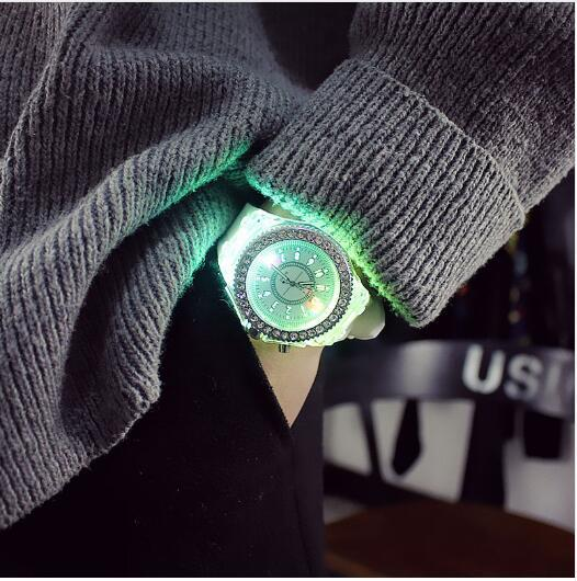 led Flash Luminous Watch Personality trends students lovers jellies woman men's watches 7 color light WristWatch bayan kol saati
