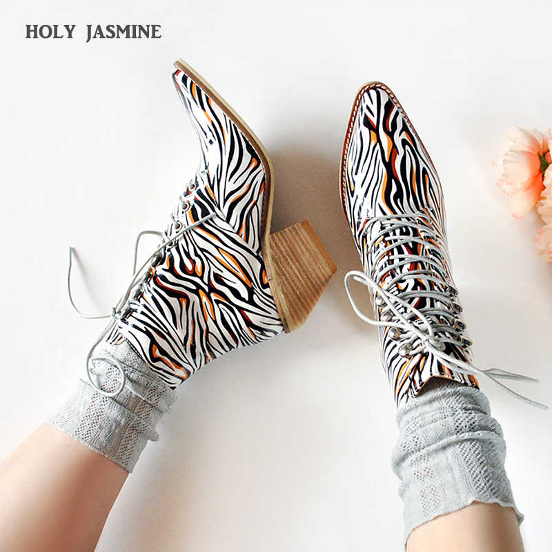 2019 Autumn Fashion Women Ankle Boots Pointed Toe Western Cowboy Boots Women Chunky Wedges Boots Shoes for Ladies Lace-Up Shoes