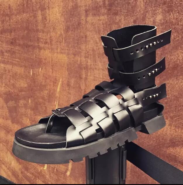 Mens Summer Gladiator Sandals 2018 Rivets Cutout Flats Sandals Booties Black Retro Criss Cross Straps Male Runway Sandals