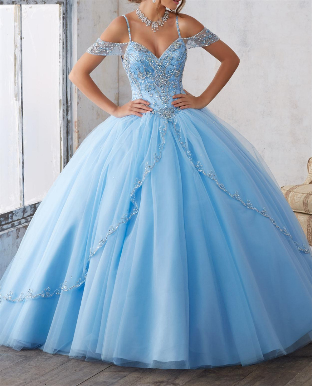 2019 New Light Blue Sweetheart Tulle Quinceanera Dresses Ball Gown Crystal Beading Slit Front Vestido Strapless Party Dress
