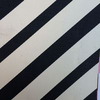 合成pvc黒と白スキューストライププリント革素