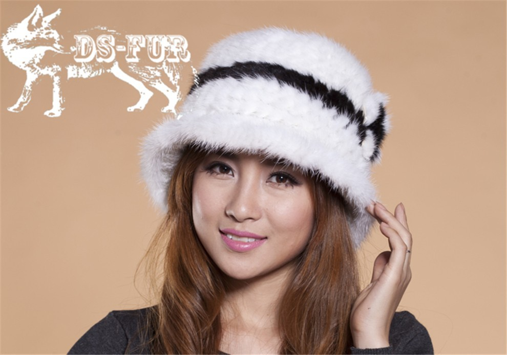Mink knitted hats black and white stripes02