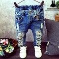 Nova Calça Jeans Buraco Quebrado Calças Calças 2017 Do Bebê Das Crianças Dos Miúdos Das Meninas Dos Meninos Marca de Jeans Da Moda Outono 2-7Yrs Crianças Calças Roupas