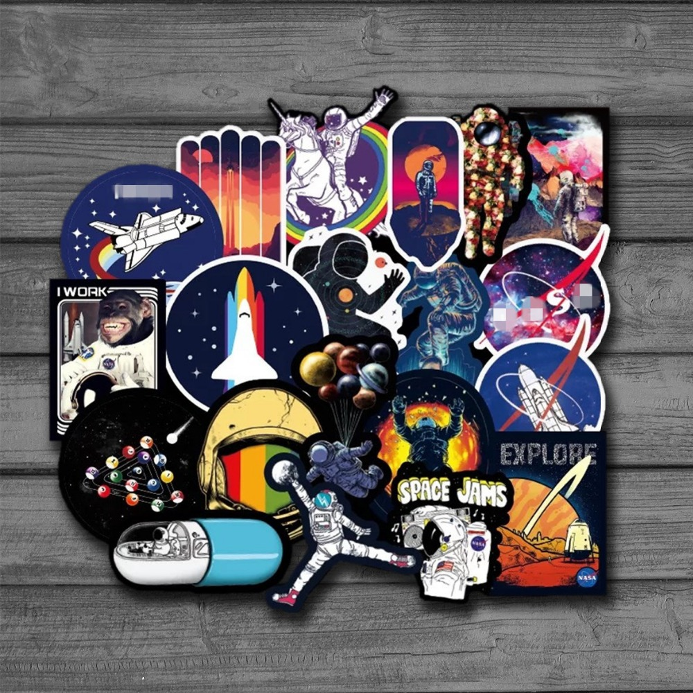 100pcs Pretty Galaxy Universe Astronaut Stickers for Luggage Laptop Decal Skateboard Stickers Bicycle Car Guitar Fridge Sticker action figure pokemon
