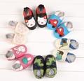 2016 Nova Moda animais impressão Bebê De Couro de Vaca Mocassins Sola Macia Do Bebê Sapatos Menino Menina Recém-nascidos sapatas Dos Miúdos Primeiros Caminhantes