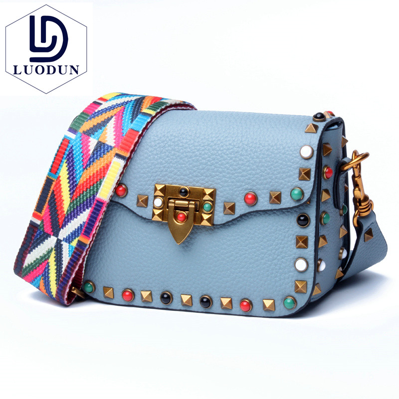 New ladies colored rivets small square bag Europe and the first layer of leather Messenger bag wide shoulder strap shoulder bag aetoo the new first layer of leather handbags leather lingge shoulder bag retro cowardly messenger bag female small square bag
