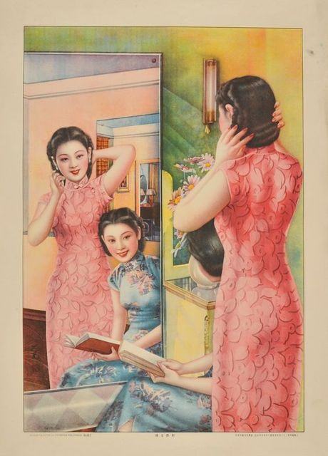 Girls In Front Of Mirror Smile Charming Chinese Retro Decorative