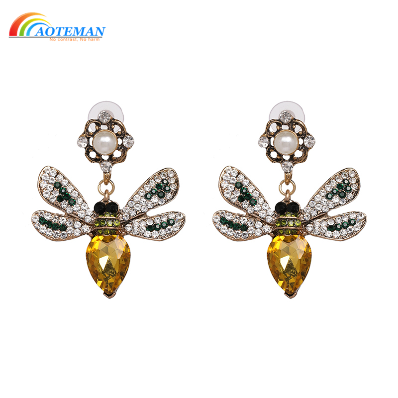 Aoteman 2019 Shiny Charm Crystal Flying Honey Insecto Insect Statement Earrings Wholesale Vintage Animal Earrings For Women
