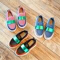 Crianças shoes sneakers 2017 a primavera eo novo malha respirável homens e mulheres crianças soletrar cor crianças praia shoes esporte shoes
