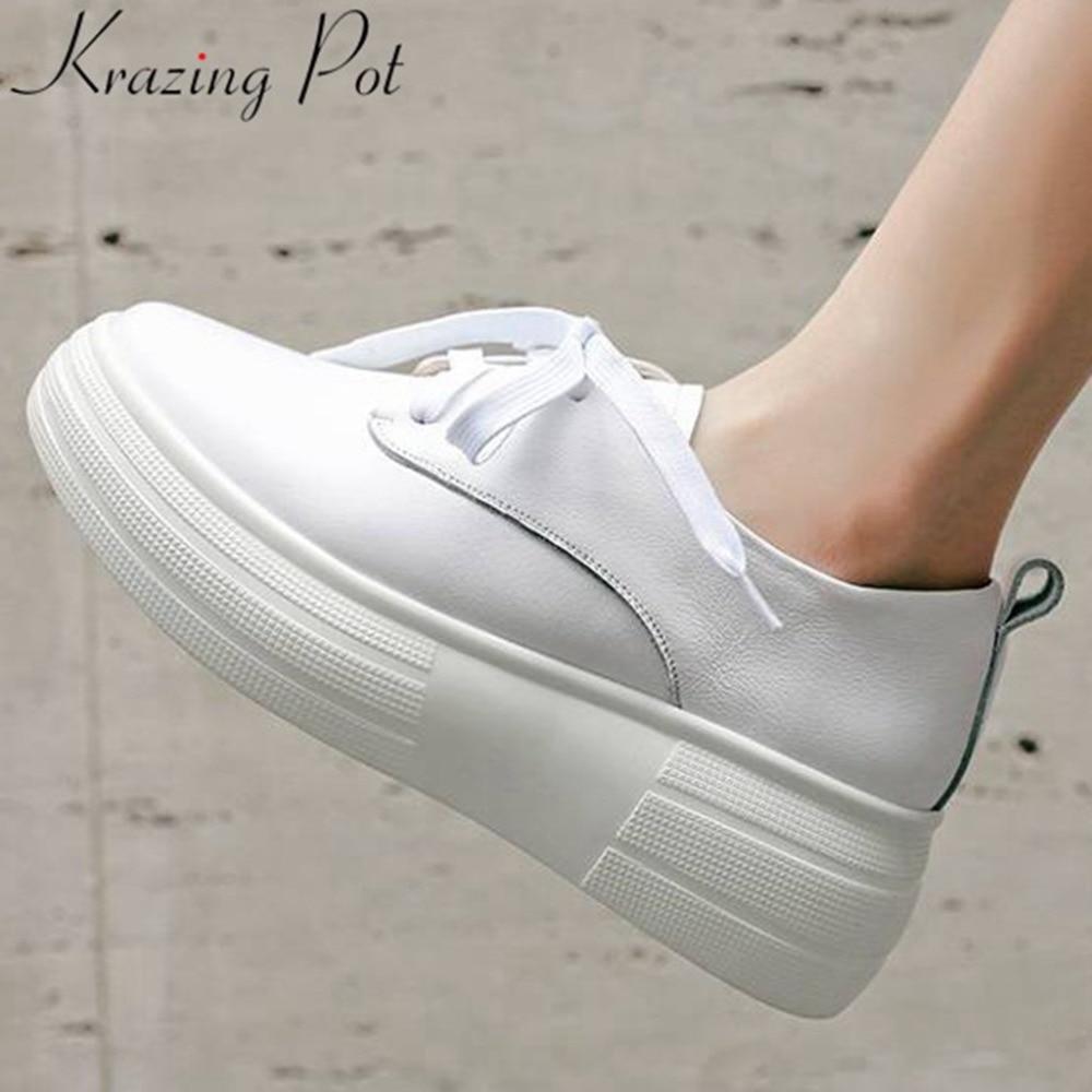 Ayakk.'ten Vulkanize Kadın Ayakkabıları'de Krazing Pot klasik siyah beyaz sneakers lace up artı boyutu kalın alt yuvarlak ayak hakiki deri Bahar vulkanize ayakkabı L1f4'da  Grup 1
