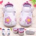 Nueva PU de Cuero de Gamuza Mocasines Soft Moccs Bebé Recién Nacido Bebé Zapatos Bebe Fringe Suave Suela antideslizante Calzado cuna de Zapatos
