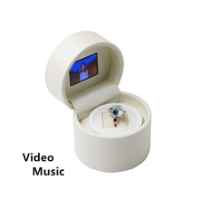 Fashion White Leather Material Gift Box Top Quanlity Round Shape Romantic Brand Boxes Can Play Video And Music W050
