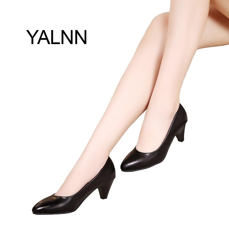YALNN женская обувь черного цвета туфли лодочки 5 см Новые Мед туфли  лодочки на каблуке Острый носок Классические черные кожаные туфли Офисная  женская обувь ... faa50ba1795c3
