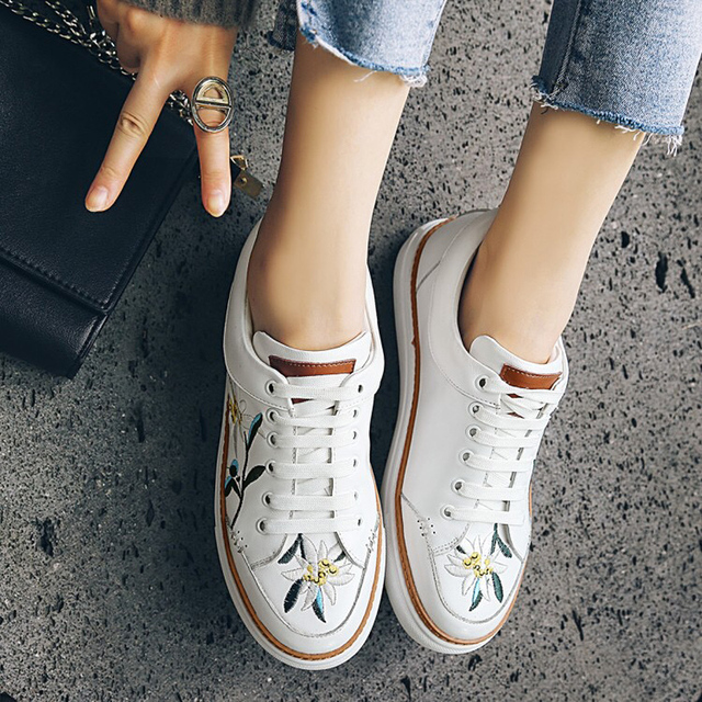Donna in New Spring Women Flats Sneakers Shoes Embroidery Flower Genuine Leather Lace up Fashion
