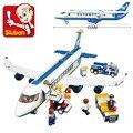 Пассажирский самолет.  Серия Sluban, в комплекте 483 детали, совместимые с LEGO. БЕЗ ОРИГИНАЛЬНОЙ УПАКОВКИ.