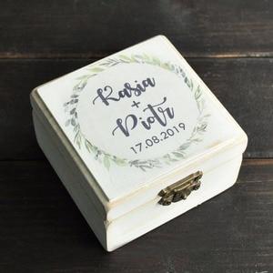Image 2 - خاتم الزواج صندوق ، شخصية أسماء صندوق خشبي ، هدية للأزواج خواتم ، ريفي خاتم صندوق مع إكليل ، حلقة حامل صندوق