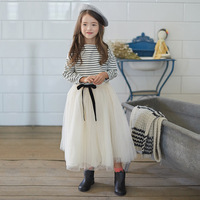 Meninas Conjunto de Roupas 2018 Crianças Primavera Adolescentes Roupa Dos Miúdos Listradas Completo mangas compridas T Shirt + Saias Longas de Tule 2 Pcs Define Idade 4-14