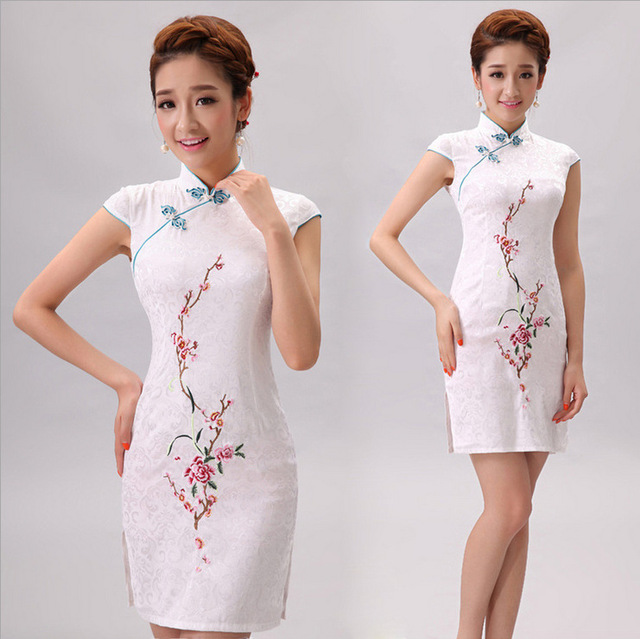 Hot Sales Women Retro Slim Qipao Summer Traditional Chinese Dress Embroidery Short Cheongsams Plus Size