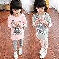 Весна осень новорожденных девочек одежда устанавливает мода характер кролик девушки спортивный костюм футболка брюки дети детская одежда