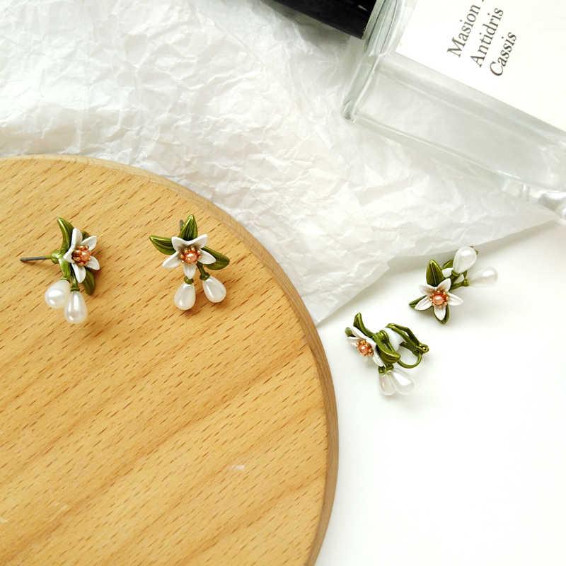 Delicato orna l'articolo di nuovo orecchino di perla orange fiore donna geometrica orecchini contratto gli orecchini del partito di modo della ragazza