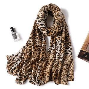 Image 1 - 2019 kobiet szalik wełna zima ciepły szal mody Patchwork chustka kobiety zagesccie wełniane szale luksusowe Big Pashmina bawełna leopard