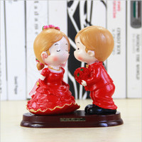 Romantic Groom Bride Marry Resin Figurine Wedding Cake Decoration Wedding gift Party Supplies High Quality