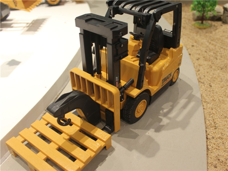 Remote Control Toys RC Truck Clasps Car Mechanical Electrical Model Toy Electric Kid Toy toys for children 2