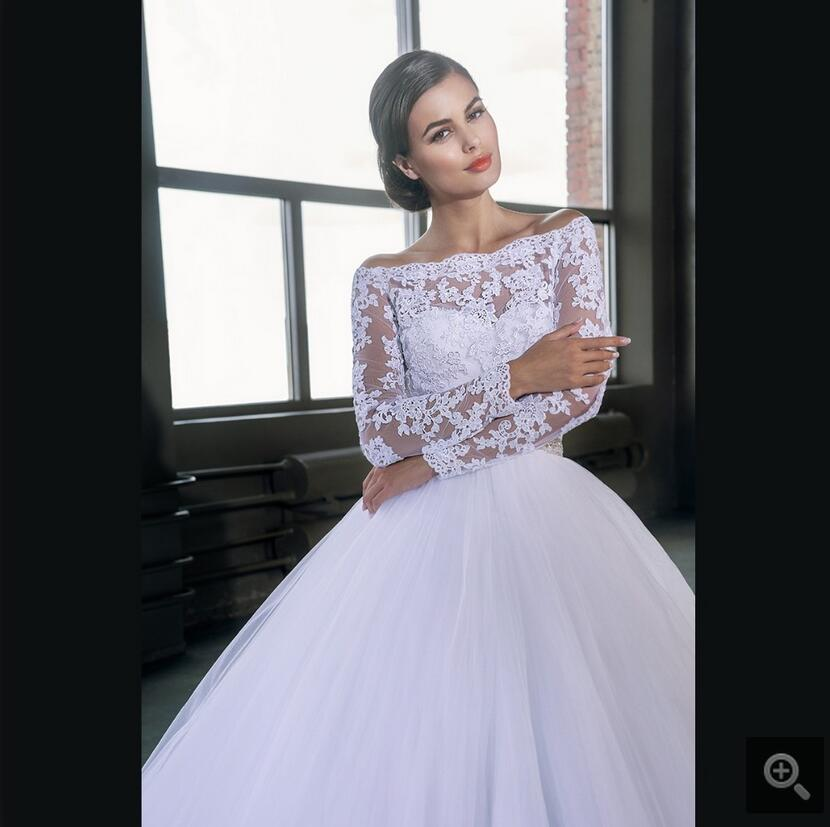 Classic Ball Gown Off The Shoulder White Lace Vintage