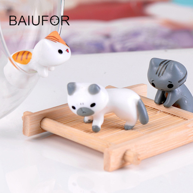 BAIUFOR Miniatures Terrariums Animals Lucky Cat Fairy Garden Miniature Succulents Desktop Decor Plastic Crafts Children Toys