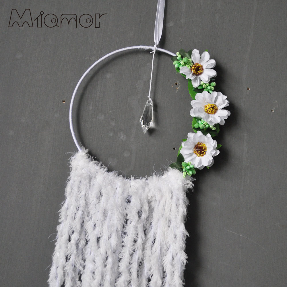 White flowers dreamcatcher wind chimes pastoral style home wall white flowers dreamcatcher wind chimes pastoral style home wall hanging wedding decor pendant dream catcher regalo amor6018 in wind chimes hanging mightylinksfo