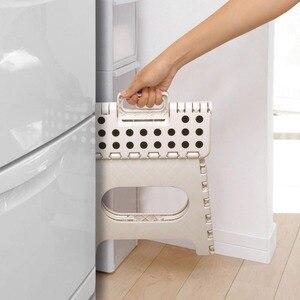 Image 5 - Tabouret pliant léger denfants ou dadultes chaise pliante portative sûre en plastique avec des poignées tabouret anti dérapant de salle de bains