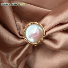 Admirable NEW Designer golden wire with baroque cultured pearls hand make ring white color for women girl gift unusual new design original pieces gold with baroque ring pearls hand make rings peacock brown grey mixed color