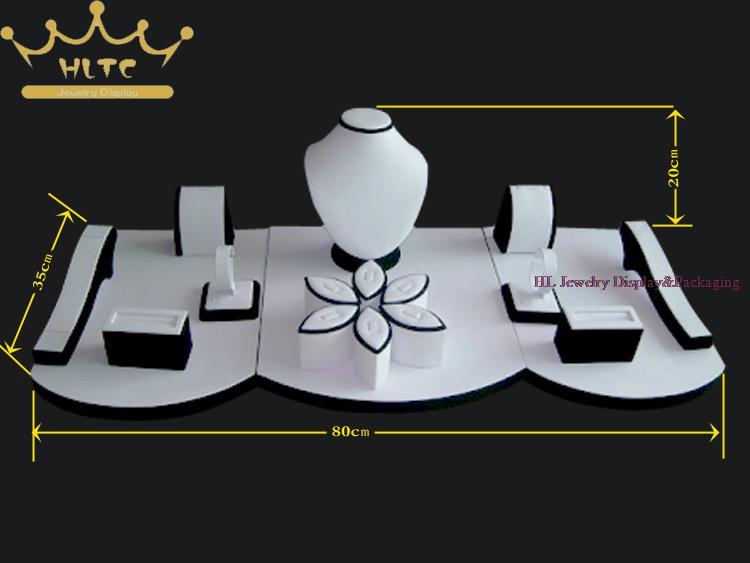 Joyería de alta calidad contador props set blanco y negro exhibición de la  joyería escaparate incount para ventana tamaño 80 35 20 cm a1e8cf79e335