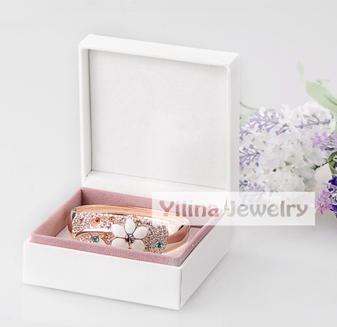 pretty luxurious package jewelry boxes made with paper white square