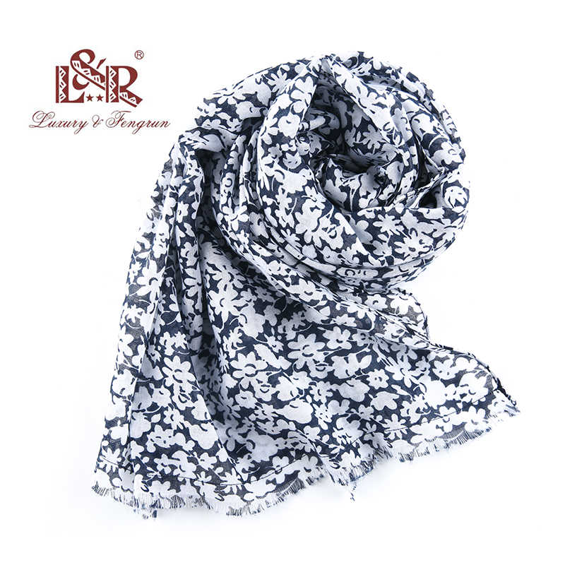 2018 Luxury Brand Bandana Women Fashion Women Silk Scarf Large Size Print Flower Cotton Scarves Shawl Luxury Hijab Cachecol