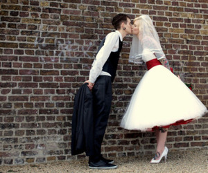 Rock-And-Roll-Gothic-Wedding-Dress-With-Red-Sash-A-Line-Knee-Lene-Short