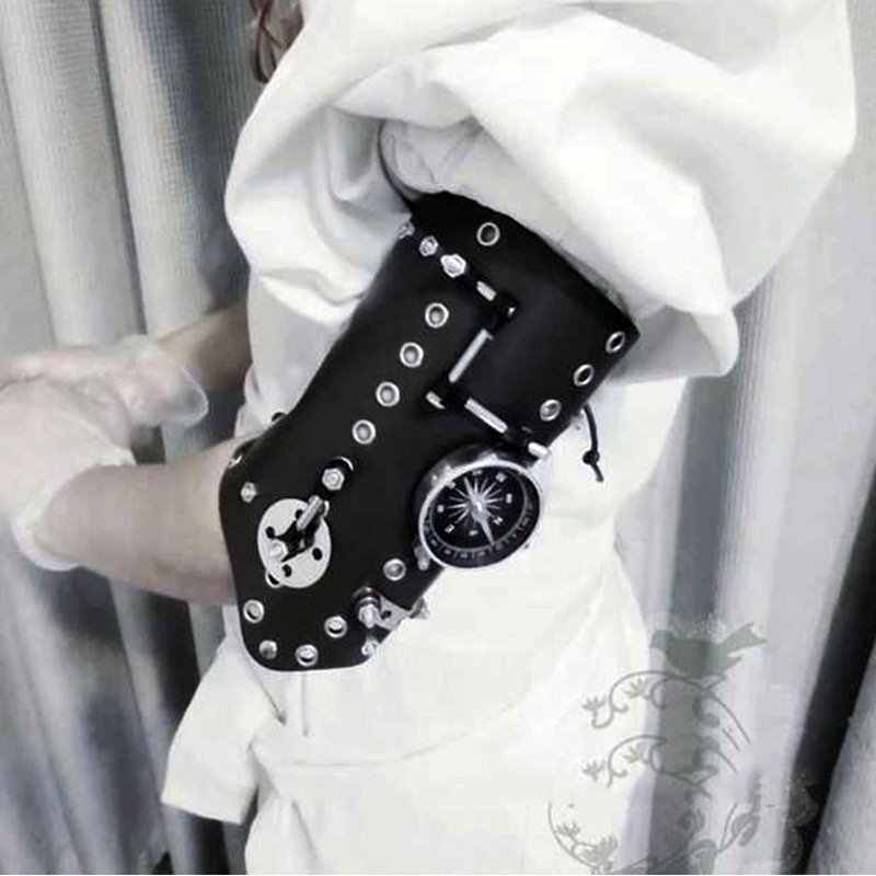 Steampunk Warrior Medieval Armor Glove Cosplay Renaissance Knights Wide Cuffs Bracers Halloween Costumes Punk Style Accessory