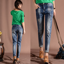 Бесплатная доставка 2016 осень случайные джинсы женские свободные шаровары узкие брюки Из Бисера На Аппликация Отверстие в патч женская джинсы