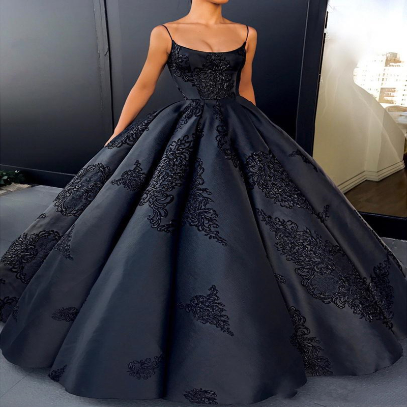 Sexy Black Spaghetti Straps Ball Gown Prom Dresses 2019 Satin Lace Appliques Backless Formal Evening Dresses Party Gowns