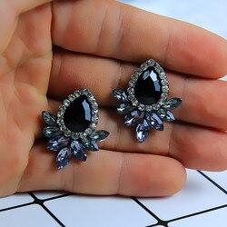 Yeni kadın moda kristal küpe Rhinestone kırmızı/pembe cam siyah reçine tatlı Metal yaprak kulak küpe kız için