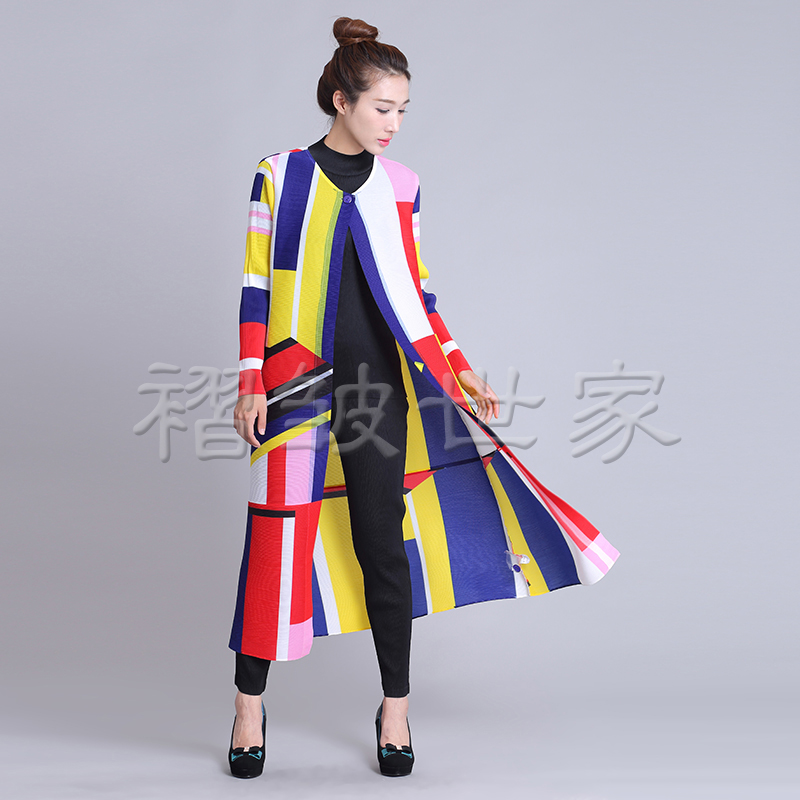 Miyake Women's wear spring and autumn period   trench   coat thin pleated   trench   free shipping