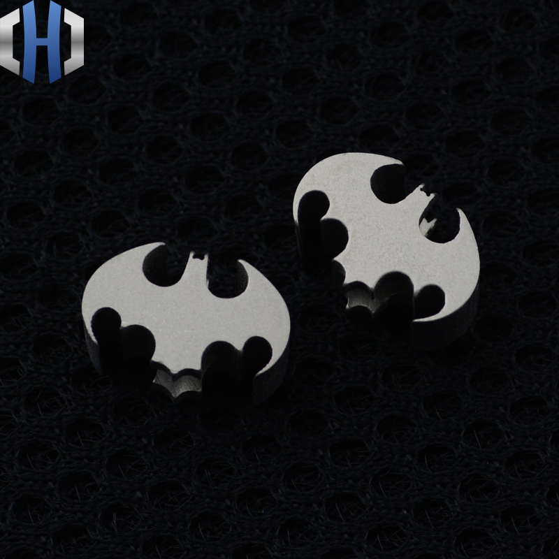 Good <font><b>Bat</b></font> <font><b>Knife</b></font> Beads Titanium Alloy <font><b>Knife</b></font> Lanyard Beads Pendant Mobile Phone Pendant Titanium Alloy Hotsale Hanging Things image