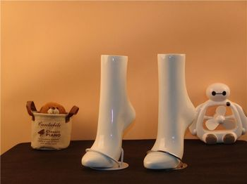 Free Shipping Fashioable Foot Mannequin Manequi Dummy Realistic White Female Mannequin Foot For Jewelry Shoes Display